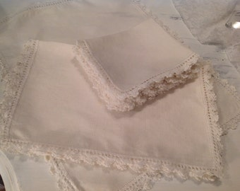 Beautiful Place Mats Napkins Linen Crocheted Vintage Creamy Off White