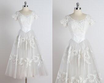 Vintage 50s Dress   1950s wedding dress   lace bows xs/s    3441