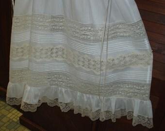 Heirloom dress size 8 white/ecru scallop lace Pageant Portrait Communion Confirmation Graduation
