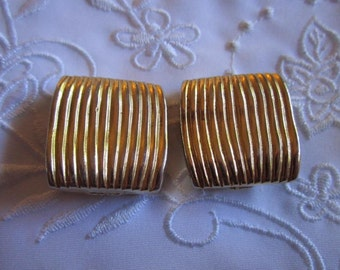Vintage Classic Style Gold Tone Clip On Earrings