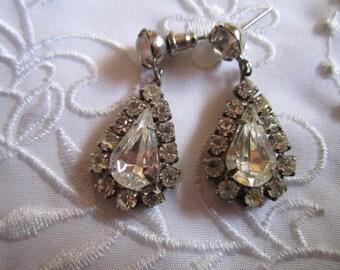 Vintage Silver Tone Teardrop Shaped Dangle Pierced Earrings in Clear Faceted Rhinestones