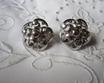 Vintage Trifari Silver Tone Flower Shaped Clip On Earrings