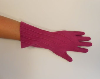 Being Fashionable During War - WW2 1940s Cerise Magenta Rayon Over the Wrist Gloves - 6