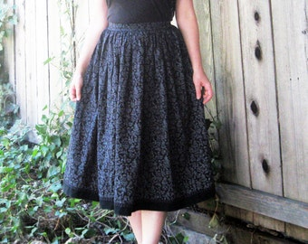 vintage skirt Austria black and white cotton darling print M