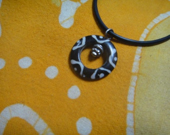 Petitie African Batik Bone Disc Charm Pendant Necklace Minimalist Jewelry