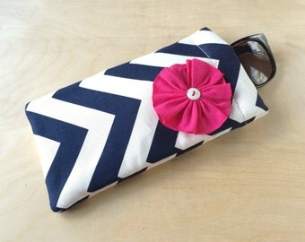 Pinch top fabric sunglasses or eyeglasses case pouch - Navy Chevron