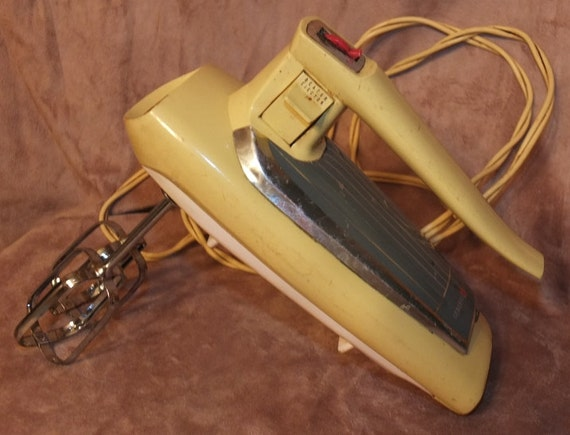 Vintage yellow general electric hand mixer for Antique general electric mixer