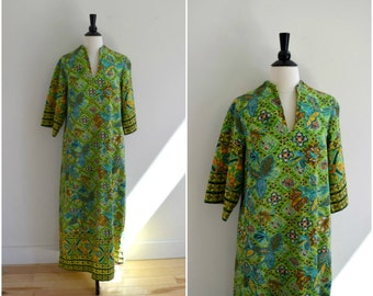 Vintage bright green tribal pattern maxi  dress / 3/4 belled sleeves caftan / boho hippie long dress / floral