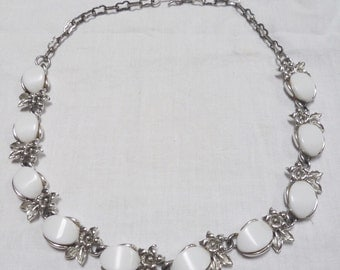 Vintage 1960s White Lucite & Silver Flower Choker Necklace
