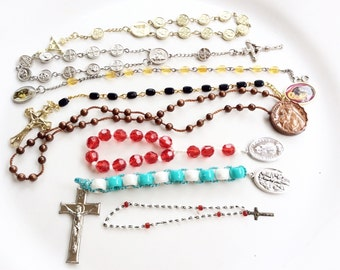 vintage rosary bracelets tenner lot assorted colors religious pocket rosaries 7 pcs lot C35