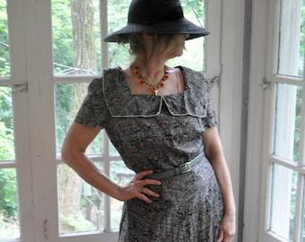 Batik Style Print Dress/Vintage 1940s 1950s/Fit And Flare Cotton Day Dress/Pointillist Novelty Print/Size Medium