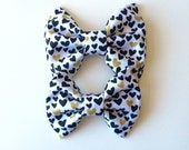 Tiny black and metallic gold hearts clip or headband, alligator clip, bow, hair bow, black, white, gold, heart, baby, kids