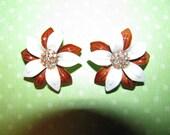 Vintage Gold Tone Brown White Rhineston Center Enamel Flower Clip On Earrings