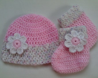Crochet Baby Hat and Baby Booties Set beanie gift baby