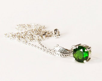 Chrome Diopside ('Russian Emerald'), 7mm x 1.30 Carat, Round Cut, Sterling Silver Pendant Necklace