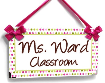 personalized teacher name classroom door sign - simple design - green pink accents polka dots - P476