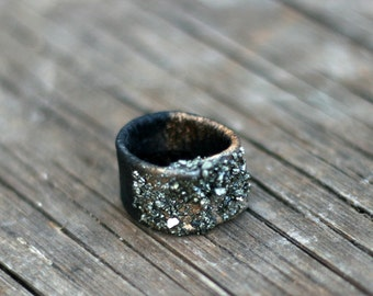 Leather Ring with iron pyrite bites - Statement ring
