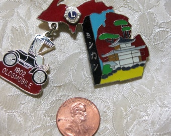Lions Club Oldsmobile dangle brooch Very good  No condition issues