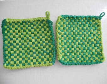 Loop potholders - 6 x 6 - 2 shades of Green