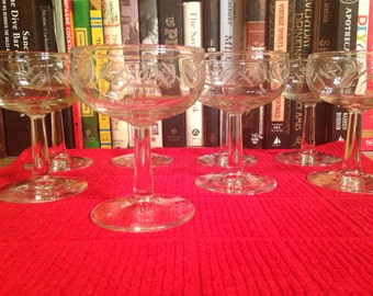 Vintage Coupe : Set of 4 matching coupes with decorative, etched cups (5.25 ounce cocktail or champagne glass)