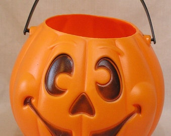 Vintage Plastic Halloween JOL Trick or Treat Basket w Great Face Made by Grand Venture Product