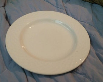 On Sale International Tableworks Lattice Collection 8 inch Luncheon Plate Kitchen Serving Dish