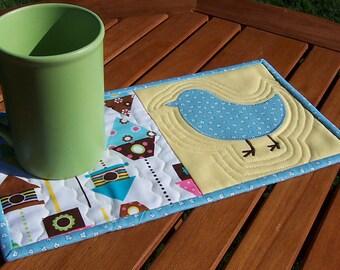 Applique Bird Mug Rug: 1930s reproduction print and modern Urban Zoologie quilted mug rug, bluebird snack mat, bird house mini quilt