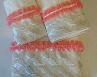 Coral and Ivory Floral Grid Bath Towel Set (Ready To Ship)
