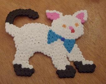 White Cat Magnet