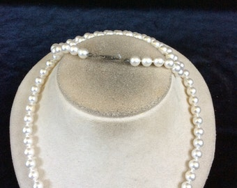 Vintage White Glass Faux Pearl Necklace