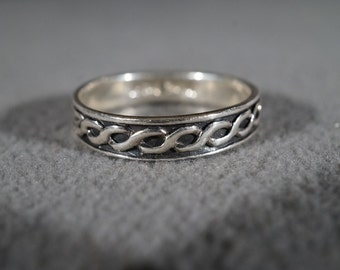 vintage sterling silver band ring with Celtic Irish chain pattern, size 11   M8