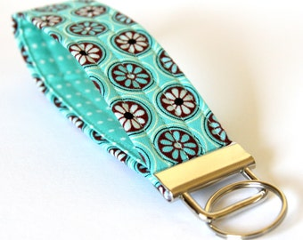 Wristlet Key Fob, Key Chain, Fabric Key Fob, Gift under 10, Key Lanyard, Teacher Gift - Pretty White & Blue Circle Flowers on Turquoise