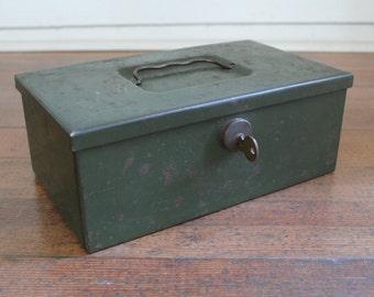 Heavt Duty Vintage Green Metal Locking Storage Box (Over 4.5 Pounds)