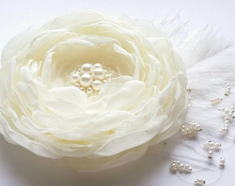 Ivory flower hair clip Ivory flower brooch Flower accesories Flower for sash Flower with feathers