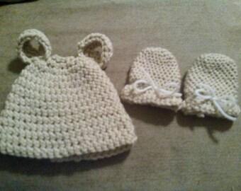Newborn hat and mittens set