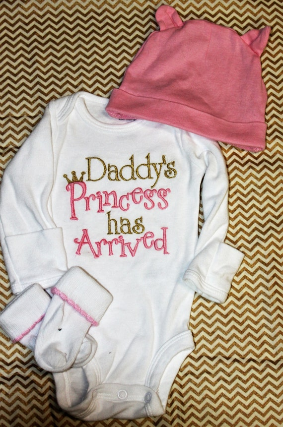 Baby Girl Clothes embroidered with Daddy's Princess has Arrived, pink and gold newborn bodysuit, bringing home baby outfit