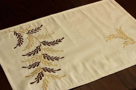 Embroidered leaf placemats set of