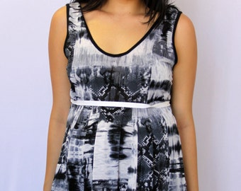 Unique Maternity Women's Sleeveless Universe with Ribbon
