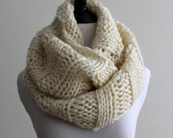 Knit Infinity scarf,  100% soft wool scarf, Chunky infinity scarf, Cream white knitted scarf, handknit winter scarf, soft and cozy