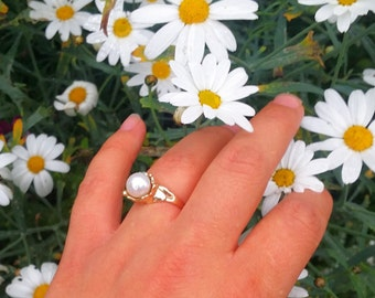 14 karat gold ring with freshwater pearl