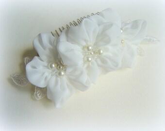 Ivory haircomb Bridal flower haircomb Romantic hairpiece Wedding hair accessory Bride comb