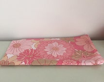 1960s Retro Pink Floral Bed Sheet Fabric Remnant / 82cm x 34cm