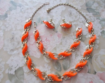 Like New Vintage Parure Bright Orange, Shiny Gold tone Metal and findings, Necklace, Bracelet and Earrings S Shaped designed stations