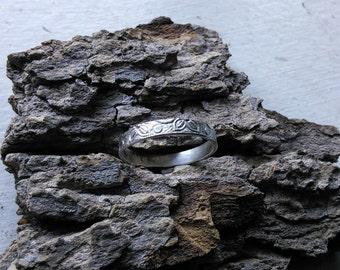 Floral patterned sterling ring