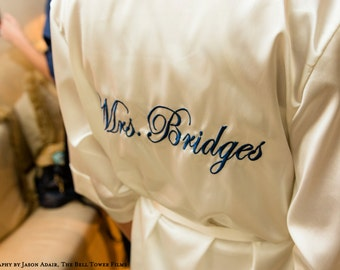 Personalized Mrs. Robe, Monogrammed Satin Robe, Bridal Robe, Embroidered Mrs. Satin Robe, bridal satin robe, bride robe, satin mrs robe