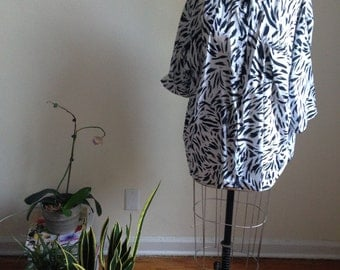 Oversized 80s blouse, abstract black and white pattern