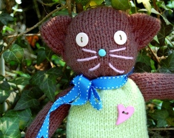 Hand-knitted Kitty Cat; 12 in. // 30 cm