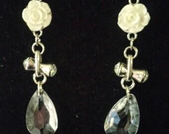 Glass cream and rhinestone dangle earring
