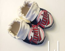 Minnesota Twins Baseball Handmade Baby Moccasins (child moccasins, Baby Shoes, baby slippers, baby booties, affordable