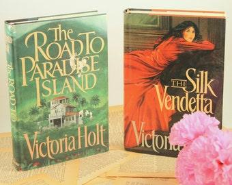 Victoria Holt Set - Road To Paradise Island - The Silk Vendetta - Gothic Romance - Vintage Romance Novel